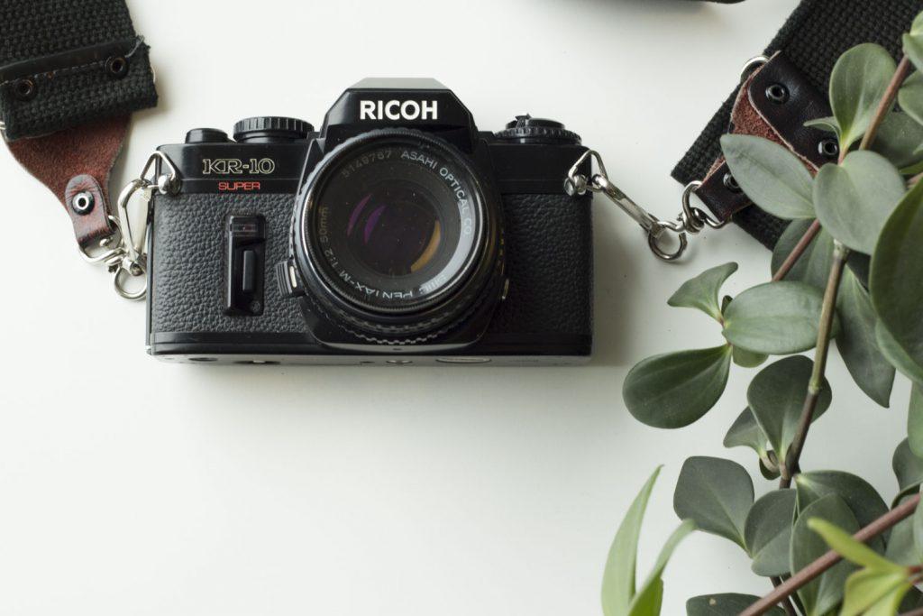 Fotografera med en analog kamera   Moderskeppet