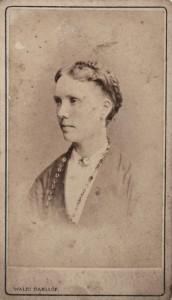 Okänd kvinna fotograferad i Göteborg för runt 140 år sedan